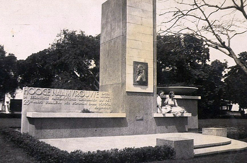 Monument Emmaschool, 1937