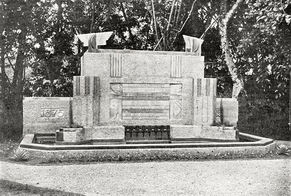 Het monument op het terrein van het hoofdkantoor van de SS en T.