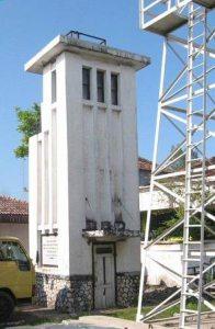 Het monument, in oude kleuren