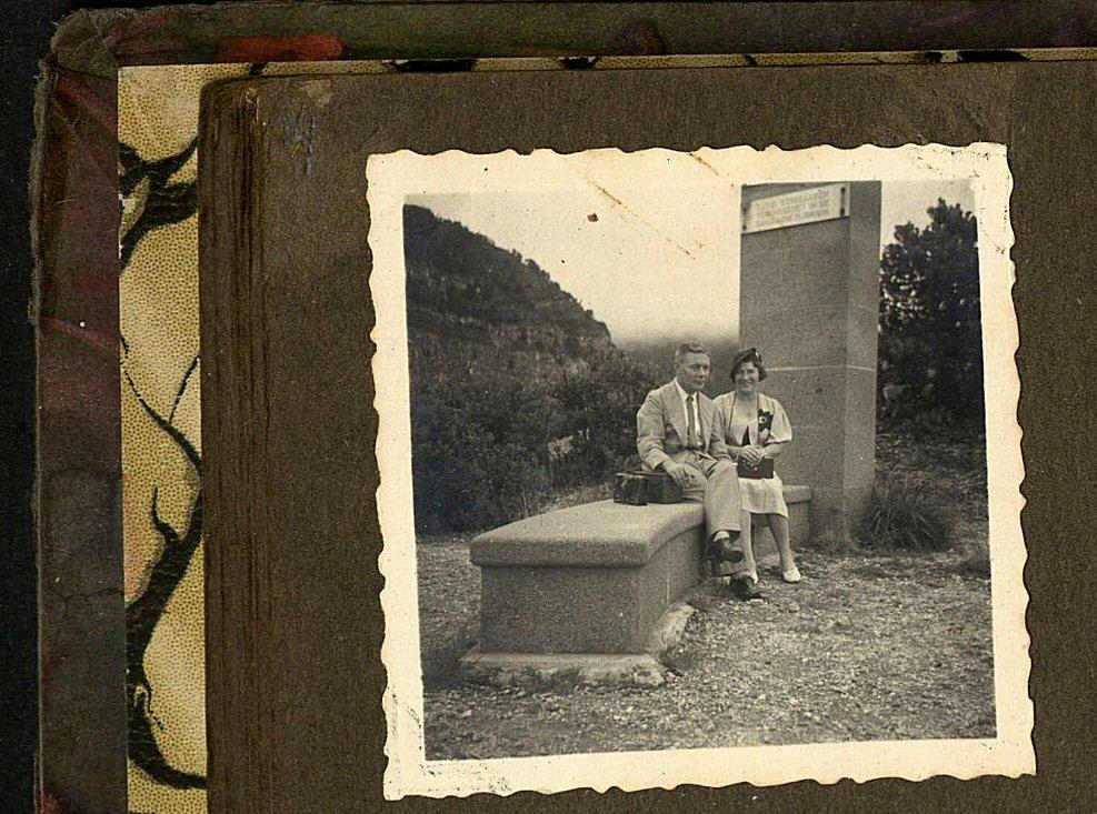 Echtpaar voor monument