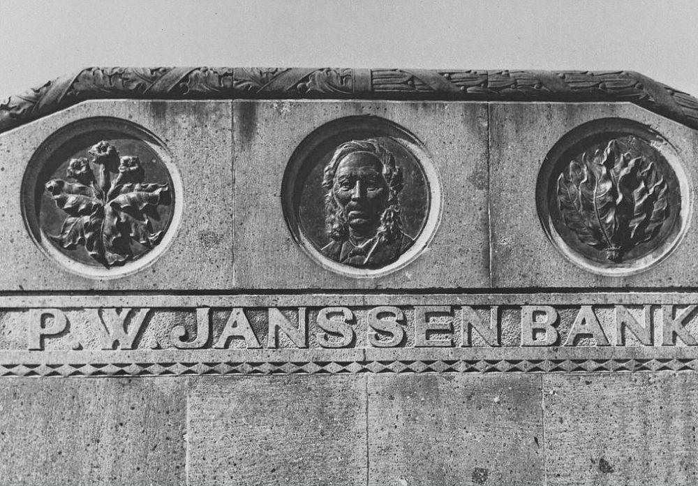 Voorzijde P.W. Janssenbank te Medan (TM)