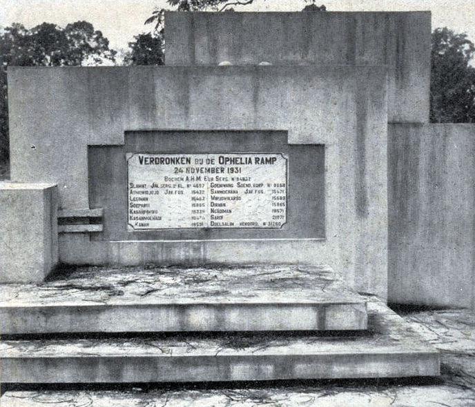 Het Ophelia-monument in oorspronkelijke staat, ca. 1935.